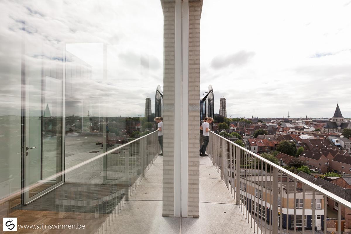 Installatie OOG kunstproject aan Dossin Kazenr voor OOG Oprecht te Mechelen